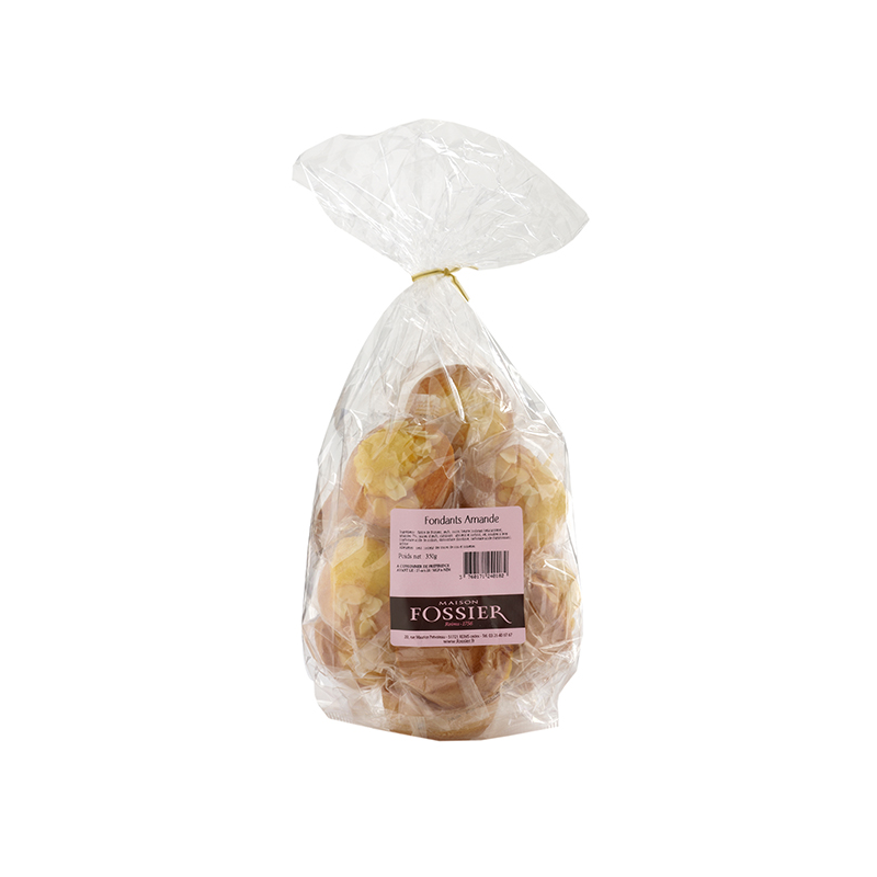 Fondant bun with almonds